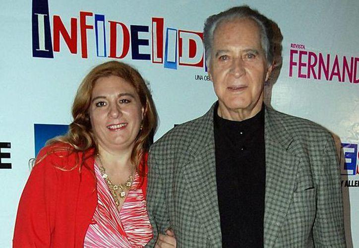 Rogelio Guerra, quien en la foto aparece con su esposa, será intervenido quirúrgicamente para reparar una falla en su corazón. (Notimex)