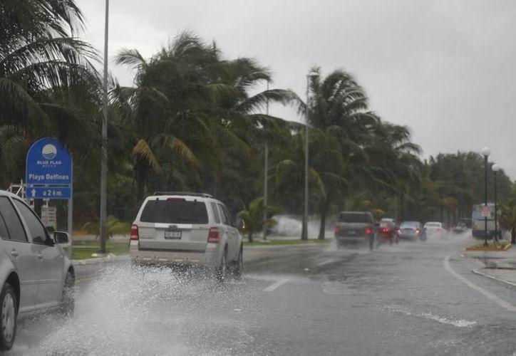 Puerto revisa las condiciones climatológicas, a fin de levantar las restricciones implementadas. (Foto: Israel Leal/SIPSE)