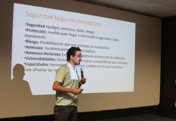 Más de la mitad de los casos de agresión son a periodistas, de acuerdo con Leopoldo Maldonado, oficial del Programa de Protección y Defensa de Artículo 19. (Joel Zamora/SIPSE)