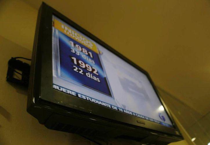 La población beneficiada deberá entregar su televisor analógico el mismo día que recoja su equipo digital. Se realizará la recolección de los receptores a partir del miércoles en la Ciudad de México y el DF. (Israel Leal/SIPSE)