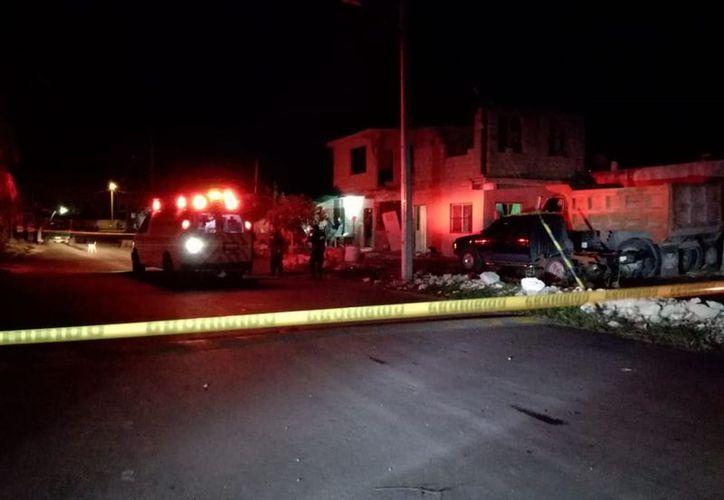 Integrantes de la Cruz Roja Mexicana arribaron al lugar de los hechos para atender al lesionado. (SIPSE)