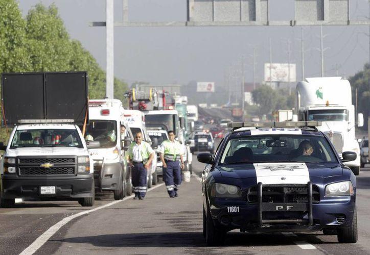 """Según datos de Capufe, en 2014 se registraron 17 mil 296 accidentes en carreteras federales y fallecieron 626 personas. La campaña """"Yo te invito..."""" tiene por objetivo reducir ese índice. (Archivo/Notimex)"""