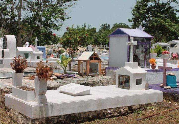 El cementerio puede dejarle al Ayuntamiento hasta 40 mil pesos en servcios funerarios. (Harold Alcocer/SIPSE)