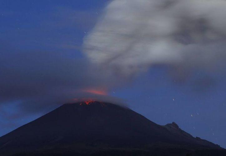 El Popocatépetl está clasificado entre los volcanes activos, con etapas de actividad interrumpidas por lapsos de reposo variables. (Notimex)