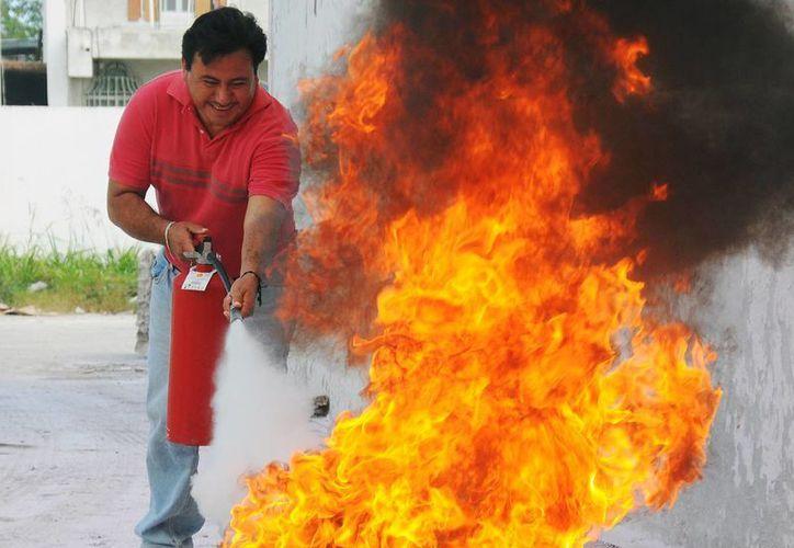 Recomiendan portar un extintor para casos extremos. (Irving Canul/SIPSE)
