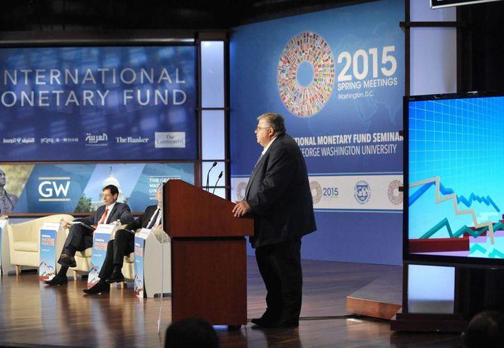 El gobernador del Banco de México, Agustín Carstens participó en un panel de flujos de capital, manejo de tasas de cambio y controles de capital en el marco de la reunión de primavera del FMI y del BM. (Notimex)