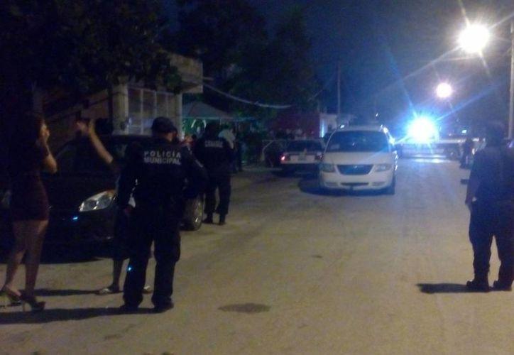Un taxista falleció tras pedir auxilio a una familia que festejaba la Navidad en Cancún. (Cortesía)