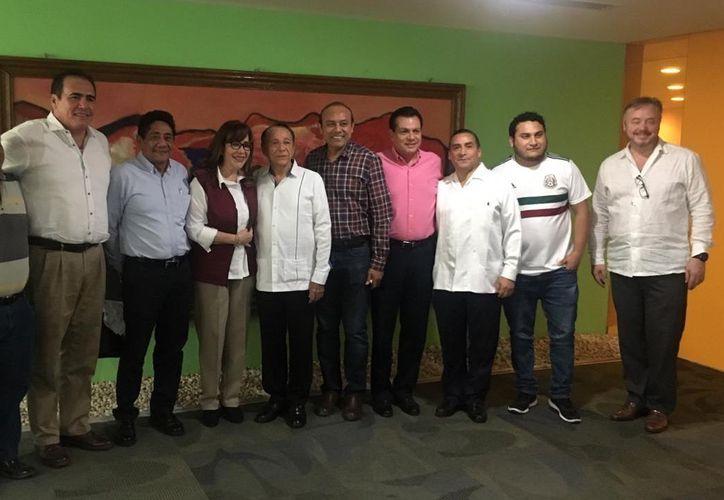 Yeidckol Polevnsky Gurwitz, dirigente nacional del partido político Morena, se  reunió esta mañana con el equipo del presidente municipal de Othón P. Blanco, Hernán Pastrana Pastrana.  (Cortesía)