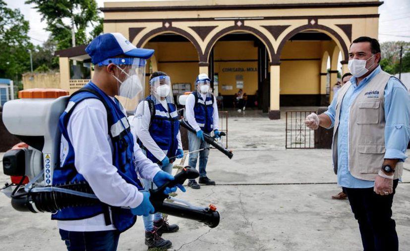 El alcalde Renán Barrera encabezó el arranque de la campaña en una actividad simbólica en la comisaría de Molas. (Novedades Yucatán)