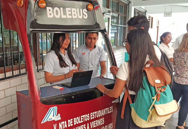 Se supo de un padre que vendía en internet los boletos de autobús de su hijo (Jesús Tijerina/SIPSE).