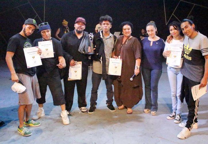 El séptimo Concurso Internacional de Break Dance se realizó el fin de semana. En la imagen posan los ganadores de la competencia. (Milenio Novedades)