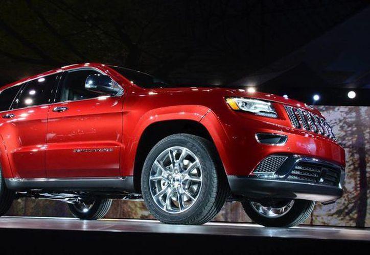 Dos hackers consiguieron convertirse en dueños y señores de un Jeep Cherokee de 2014 y aparentemente pueden replicar el experimento en otros vehículos de Fiat Chrysler. (EFE/Archivo)