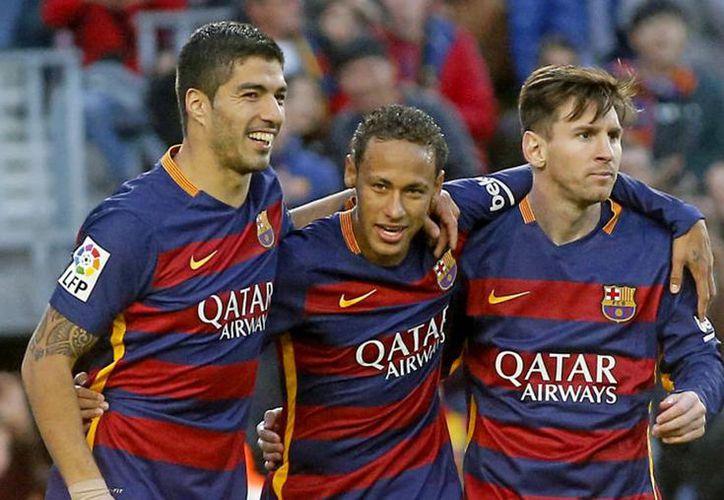 Entrenadores de la escuela de fútbol del Barcelona enseñarán a niños cancunenses a jugar. (Marca.com)