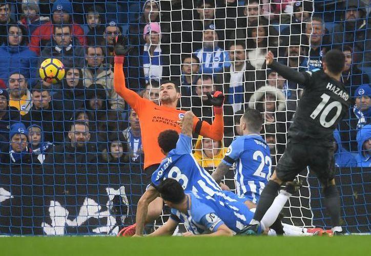 """""""Bajo la fina lluvia de Brighton, Hazard fue una tormenta"""". (Marca)"""