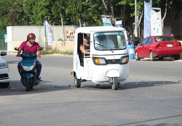 El domingo 19 de agosto unidades de mototaxis comenzaron a ofrecer el servicio de transporte público en el fraccionamiento Villas del Sol. (SIPSE)
