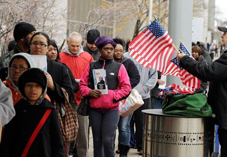 Votantes espera su turno para sufragar en Cleveland, Ohio, donde 1.6 millones de personas emitieron su voto anticipado ayer lunes. (Agencias)