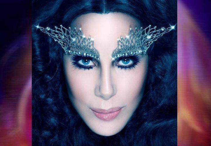 Cher aseguró que, a pesar de que sus fanáticos aman su imagen, ella no se siente a gusto con ella. (Facebook/Cher)