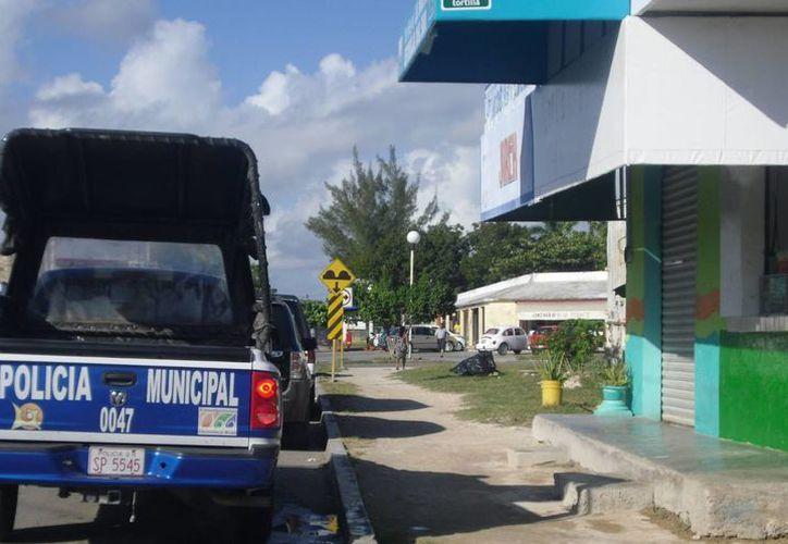 Gendarmes se comprometieron con la propietaria del negocio a vigilar la zona. (Archivo/SIPSE)