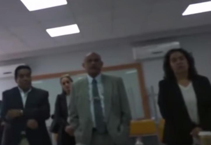 Un estudiante de la Universidad de Guadalajara (UdeG) denunció que él y su compañero fueron víctimas de discriminación. (Captura YouTube)