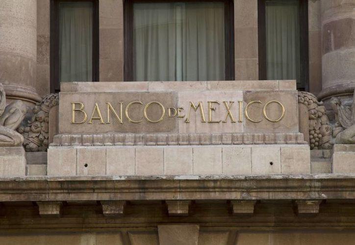 Banxico vendió a un solo postor 100 millones de los 200 millones de dólares ofrecidos hoy en la subasta diaria con precio mínimo. (bancodemexico.gob.mx)