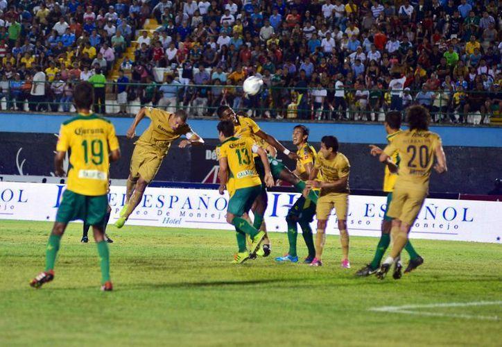 Los Venados jugaron bien en el partido de anoche ante más de 12 mil asistentes al estadio Olímpico Carlos Iturralde Rivero. (Luis Pérez/SIPSE)