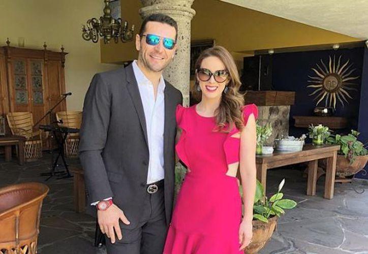 La ex Miss México y el corredor de autos Martín Fuentes ya tienen tres niñas. (Instagram)