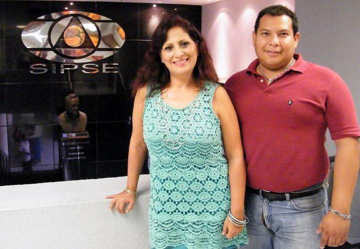 Marina Huerta y Manuel David tienen una gran trayectoria en locución. (Cecilia Ricárdez/SIPSE)