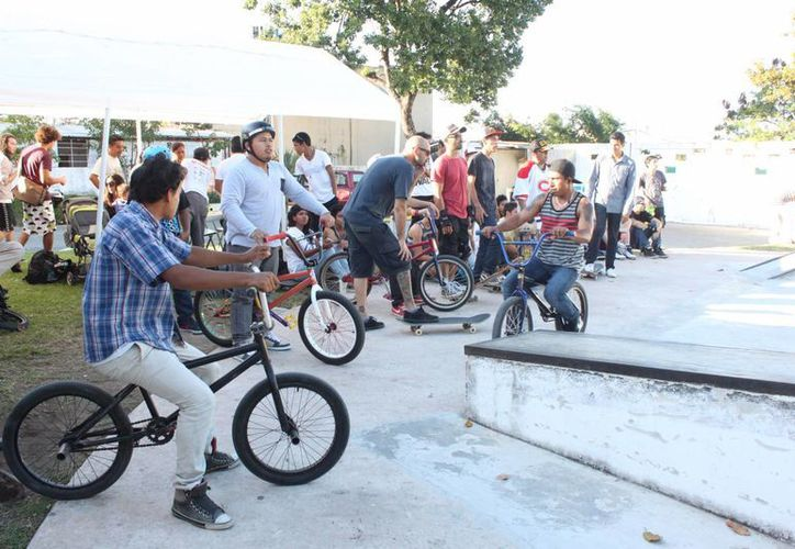 Reglamento prohíbe la sana convivencia de los jóvenes. (Adrián Barreto/SIPSE)