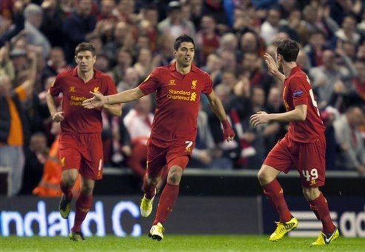 Luis Suárez podría hacer mancuerna con Toni Kroos, Mario Gomes y Arjen Robben. (Agencias)