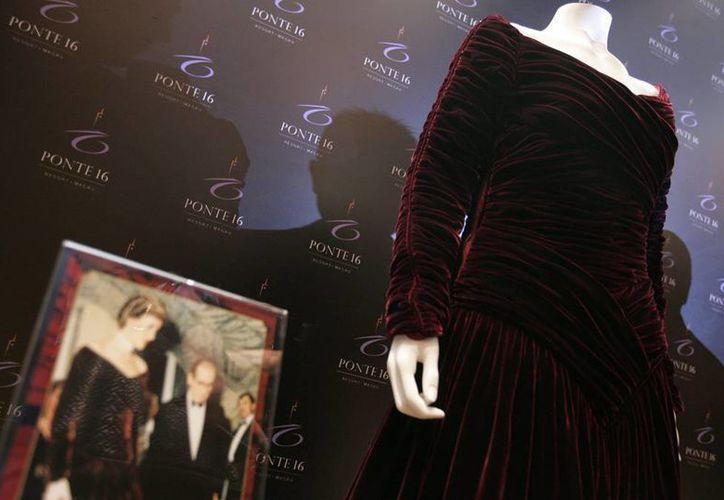 La puja por los vestidos de Diana de Gales será en la sede de Beverly Hills (EU) de la casa de subastas Julien's Auctions. (EFE/Archivo)