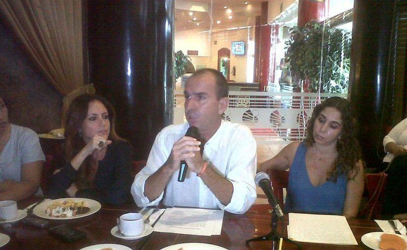 Integrantes de la asociación en conferencia de prensa. (Claudia Olavarría/SIPSE)