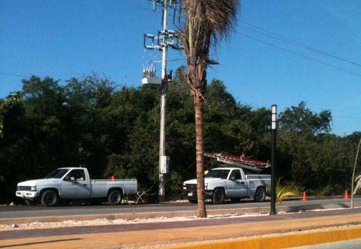 La Comisión Federal de Electricidad arregló la falla en el tendido eléctrico. (Octavio Martínez/SIPSE)