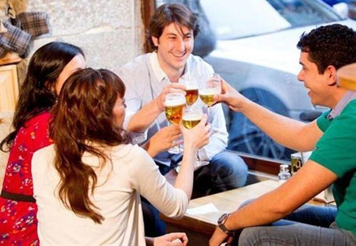 Los restaurantes podrán solicitar a la Secretaría de Salud una ampliación del horario de venta de bebidas alcoholicas en sus locales. (Archivo/SIPSE)
