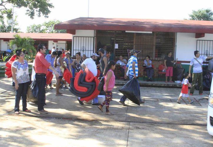 Las familias afectadas en Chetumal por la inundaciones comenzaron a regresar a sus hogares. (Ángel Castilla/SIPSE)