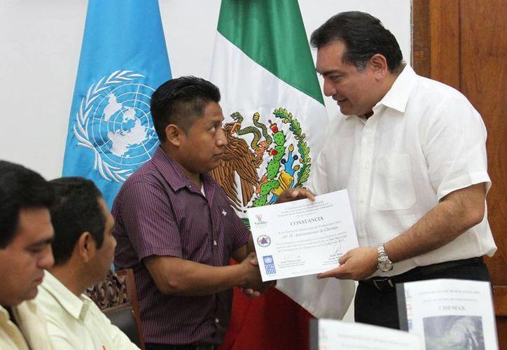 Los municipios que recibieron el reconocimiento por completar sus manuales son Panabá, Tizimín, Chemax, Río Lagartos y San Felipe. (SIPSE)