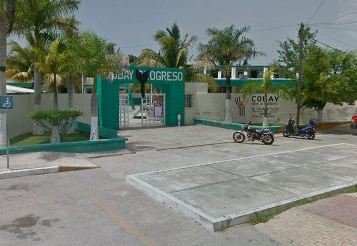 El agente y sus compañeros narcomenudistas vendían droga afuera del Cobay Progreso. (Google Maps)