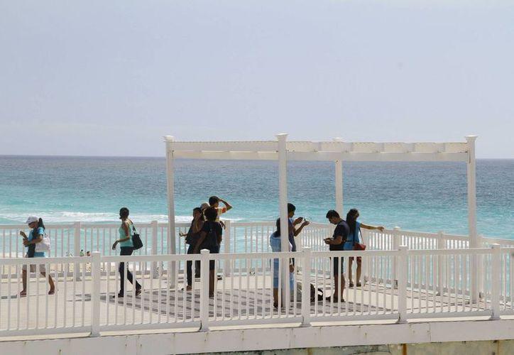Las hermosas playas de este destino turístico cautivan a los miles de visitantes. (Luis Soto/SIPSE)