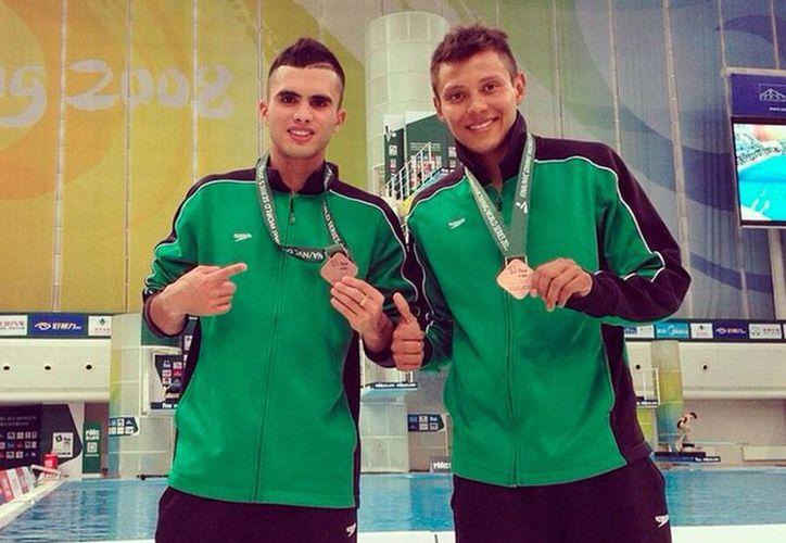 La pareja conformada por Germán Sánchez e Iván García se colgaron la medalla de bronce en la Serie Mundial de Clavados 2015, en China. (Instagram @germanduva)