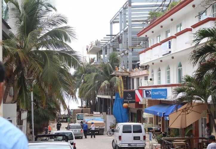 Se ha detectado la construcción de 60 edificios por permisos irregulares en Playa del Carmen. (Adrián Barreto/SIPSE)