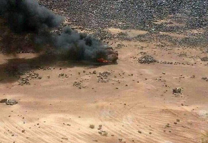 Vista aérea de un vehículo en llamas en la frontera entre Siria y Jordania. (EFE/Archivo)