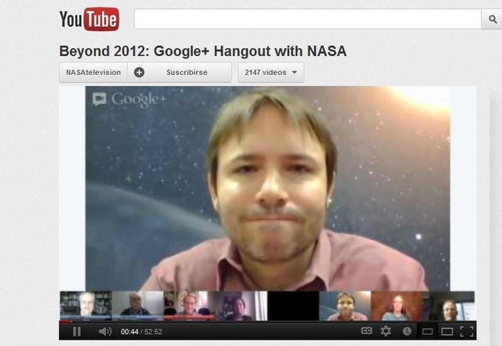 Durante un videochat de Google+. (Yotube)
