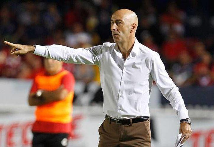 Pako Ayestarán tuvo un breve paso por la Liga MX con el equipo de Santos Laguna. (Notimex)