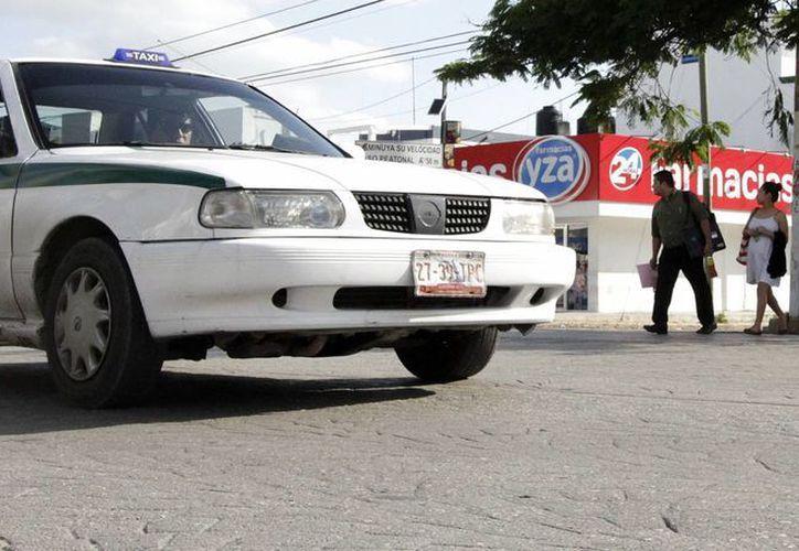 El aumento a la tarifa de taxis se había aprobado en noviembre pero fue pospuesta; el incremento entrará en vigor en marzo. (Francisco Gálvez/SIPSE)