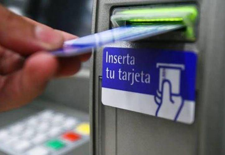El efectivo del que disponen los aparatos automáticos son limitados, por lo que en días de quincena es normal ver largas filas de personas. (Contexto/Internet)