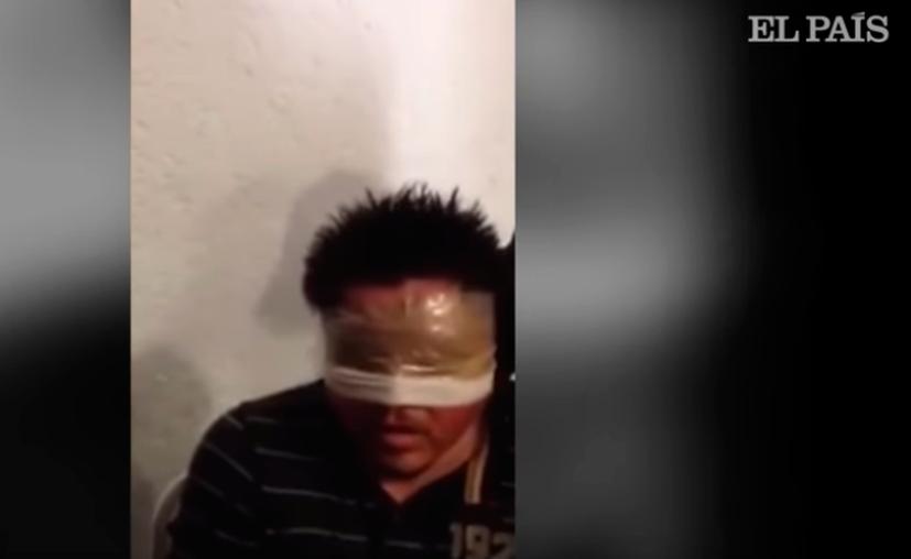 El sujeto estaba maniatado mientras respondía al interrogatorio. (El País)