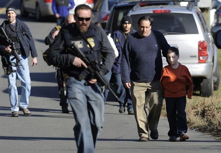 Hoy el 55% de los estadunidenses está a favor de regular más la posesión y venta de armas. (AP/Foto de contexto)