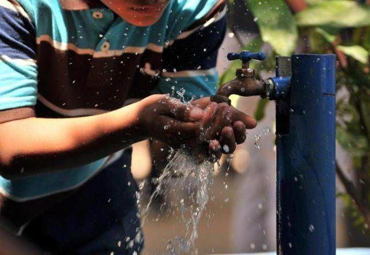 Recomiendan usar moderadamente y almacenar el agua. (Redacción/SIPSE)
