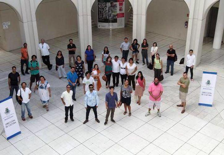 Diversos creadores locales acudieron a la presentación de la 'P01'. Imagen de los artistas en el Olimpo. (Milenio Novedades)