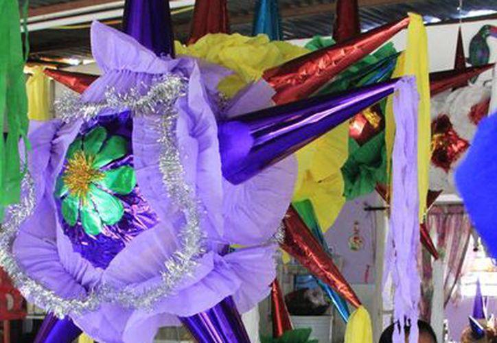 Diciembre es el mes con mayor auge en la venta de piñatas. (Ángel Castilla/SIPSE)