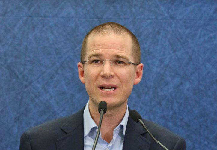Ricardo Anaya pretendía cancelar la difusión del spot del PRI en el que el precandidato aparece. (Foto: Contexto)